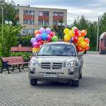"""Воздушные шары (и вместе с ними аппаратуру для проведения мероприятия) к церкви доставили замечательные люди из кафе """"БАРБУС"""". Кстати, часть шариков для Дня Небесных Детей надули совершенно бесплатно. Спасибо!"""