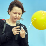 Анастасия Кудина – одна из инициаторов такого дня памяти – с трудом подбирает слова...
