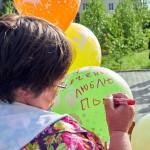 """Почти на каждом шарике – трогательные послания на """"ту сторону""""..."""