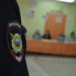 """На каждом участке работают полицейские. Спецсредство - металлоискатель. Фото: Александр Сударев, """"Вечерний Краснотурьинск"""""""