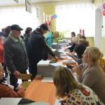 """Возвращаемся на участок. Буквально через 40 минут поток избирателей схлынет. Фото: Александр Сударев, """"Вечерний Краснотурьинск"""""""